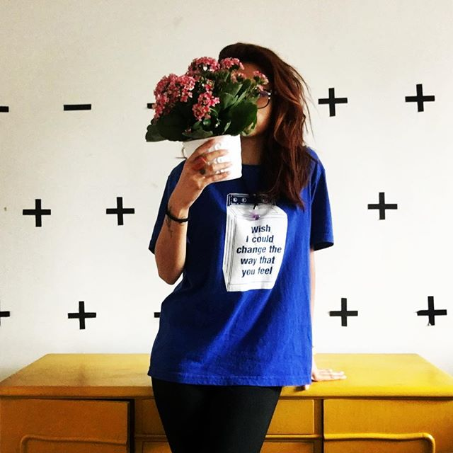 Em tempos de ódio, seja amor e luz! Não deixe o ódio te engolir 🌸🌸 flores que ganhei da @floriculturamargarida 🌸🌸🌸🌸🌸🌸🌸🌸🌸🌸 #flowers #sonicyouth #thereisalightthatnevergoesout #womenpower💪 #neverstopthemusic #resistencia #namaste