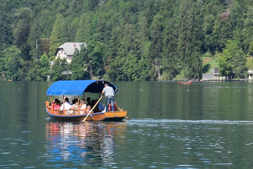 Pletna on the lake