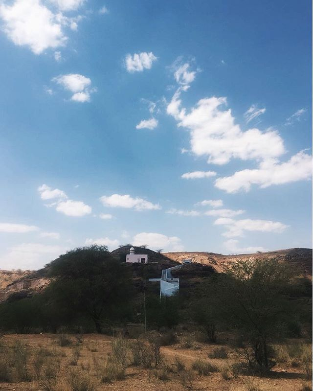 Found these magical vernacular buildings in the desert #AravalliRange #Precambrian #FoldMountains #studiorawmaterial #desertplainsofwesternindia #IndiaInMind