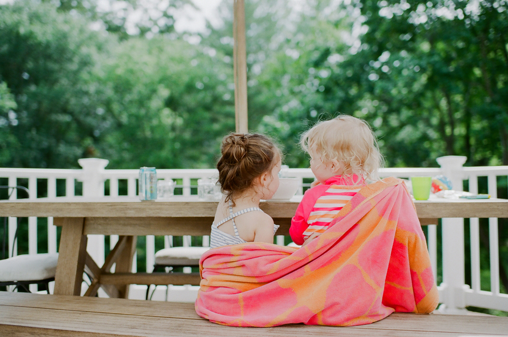 two little girls talking | DC family and film photographer | Yasmina Cowan Photography