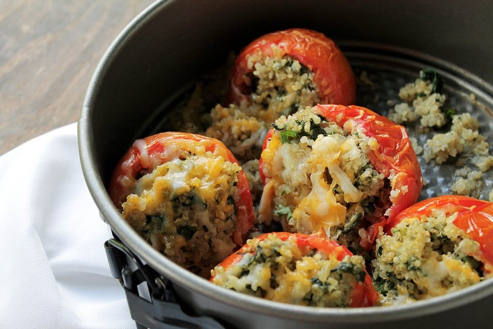 quinoa and spinach stuffed tomatoes