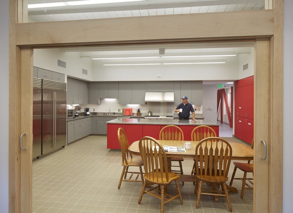 ArlCentralFS_int_kitchen_8730.jpg