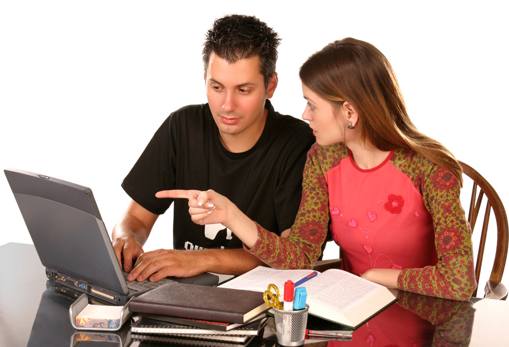 Boy and girl working_1672955_Subscription_L.jpg