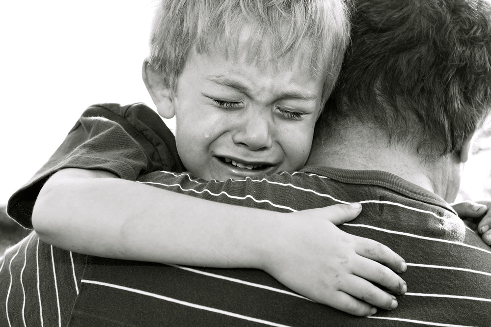 Boy crying with father_11171877_Subscription_L.jpg