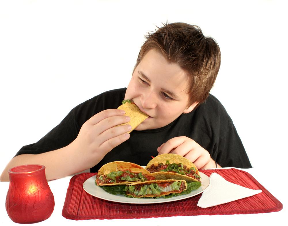Boy eating tacos_1624364_Subscription_L.jpg