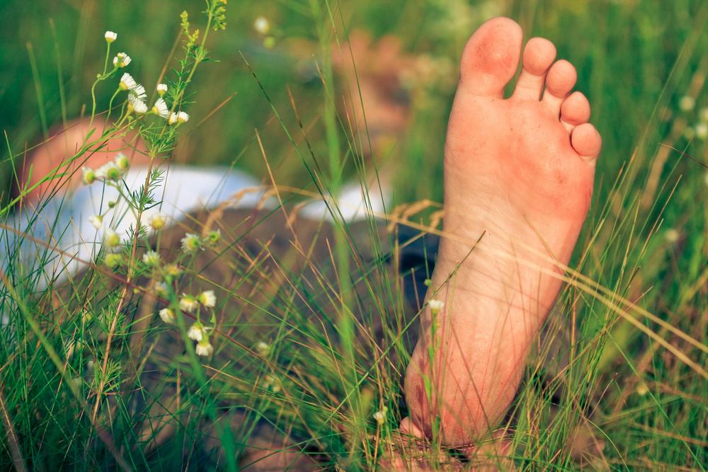 Boy sleep grass_16278655_Subscription_L.jpg