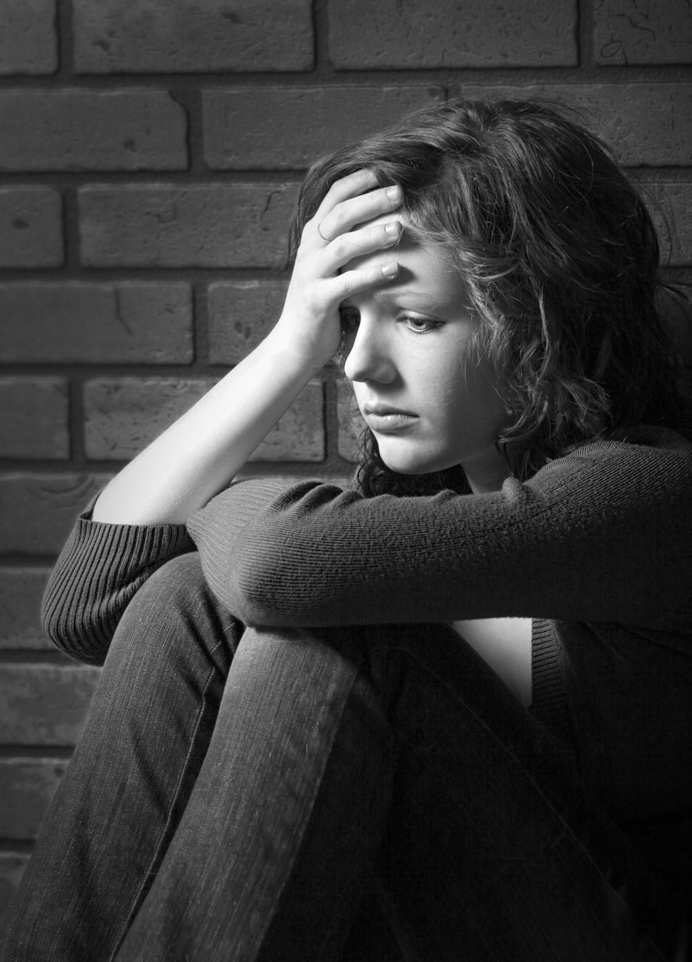 Girl Confused sad_3333682_Subscription_L.jpg
