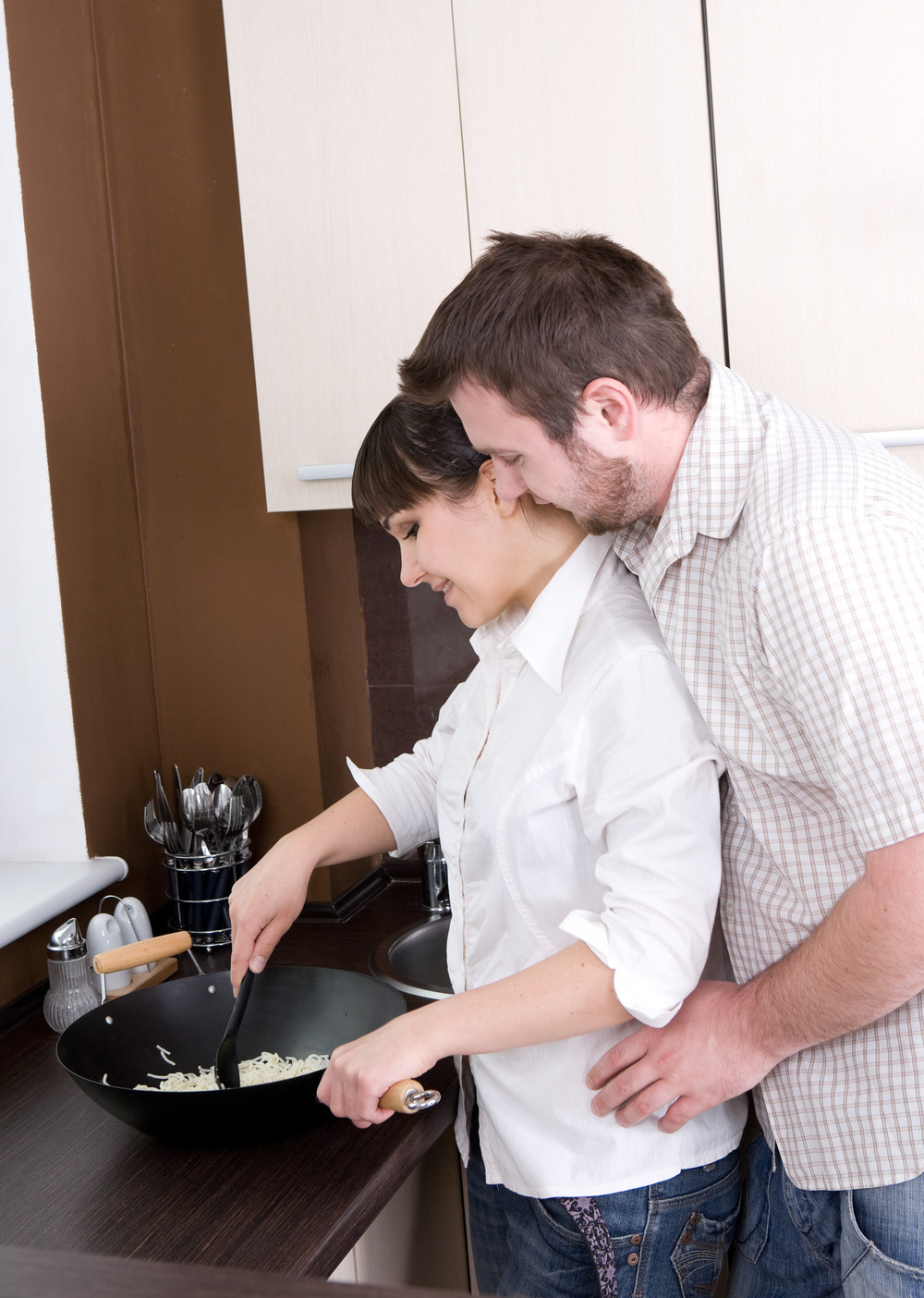 Couple cooking_17169080_Subscription_L.jpg