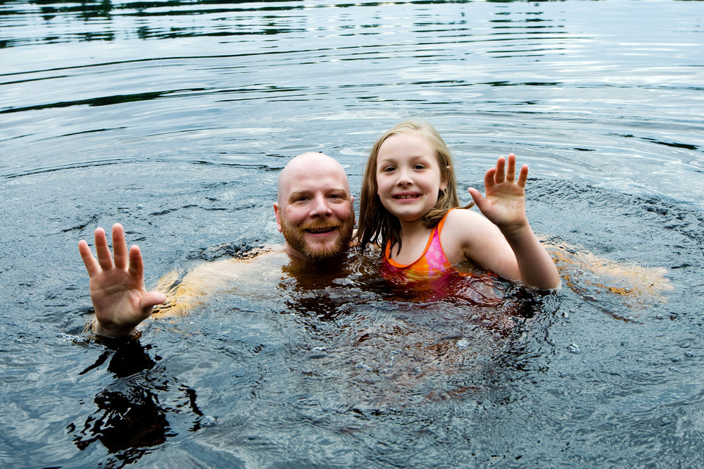 Father daughter swim_33477993_Subscription_Monthly_M.jpg