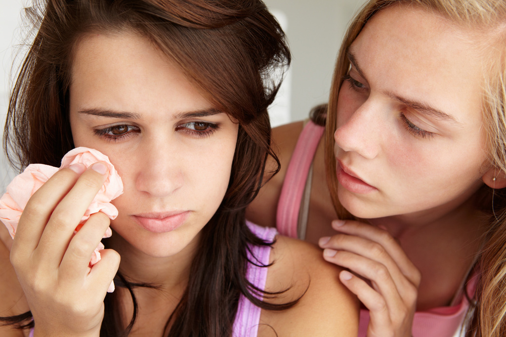 Girls comforting_35073737_Subscription_Monthly_M.jpg