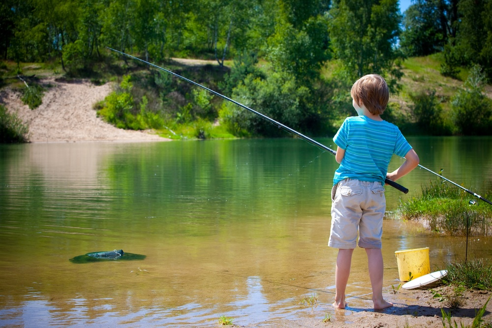 Boy fishing_14823552_Subscription_L.jpg