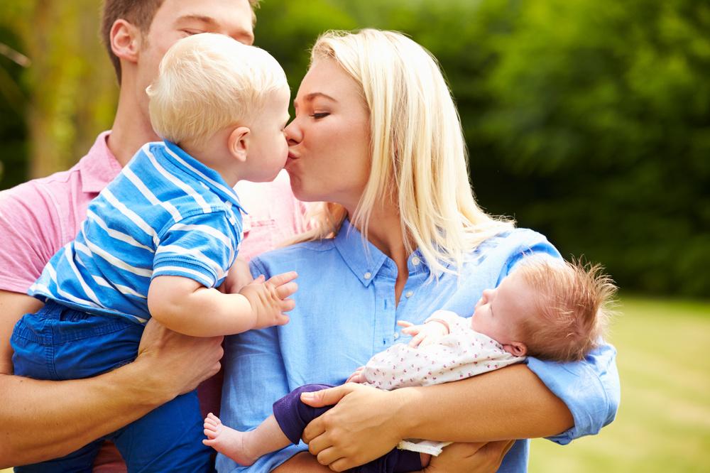 Parents love children_61222569_Subscription_Monthly_M.jpg