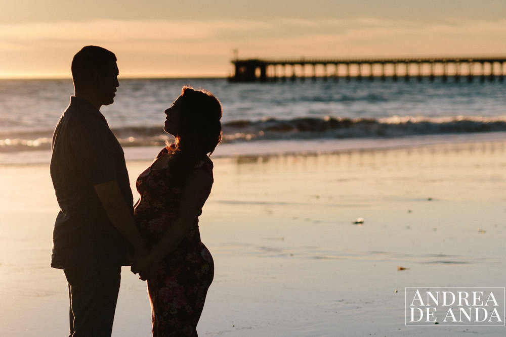 Maternity session at the beach in Santa Barbara by Andrea de Anda Photography
