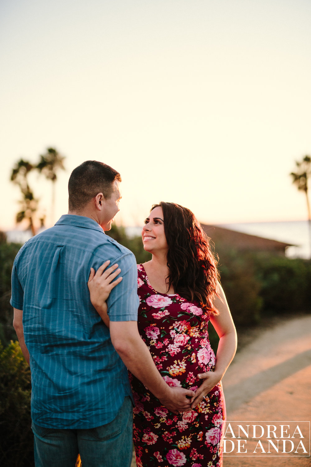 Maternity session in a hiking trail in Santa Barbara by Andrea de Anda Photography