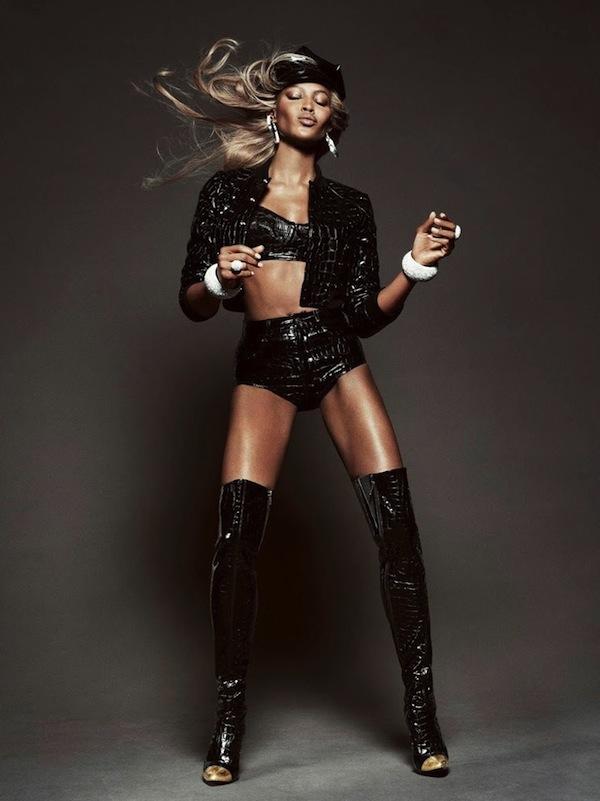 Naomi-Campbell-Vogue-Brazil-May-2013-10.jpg