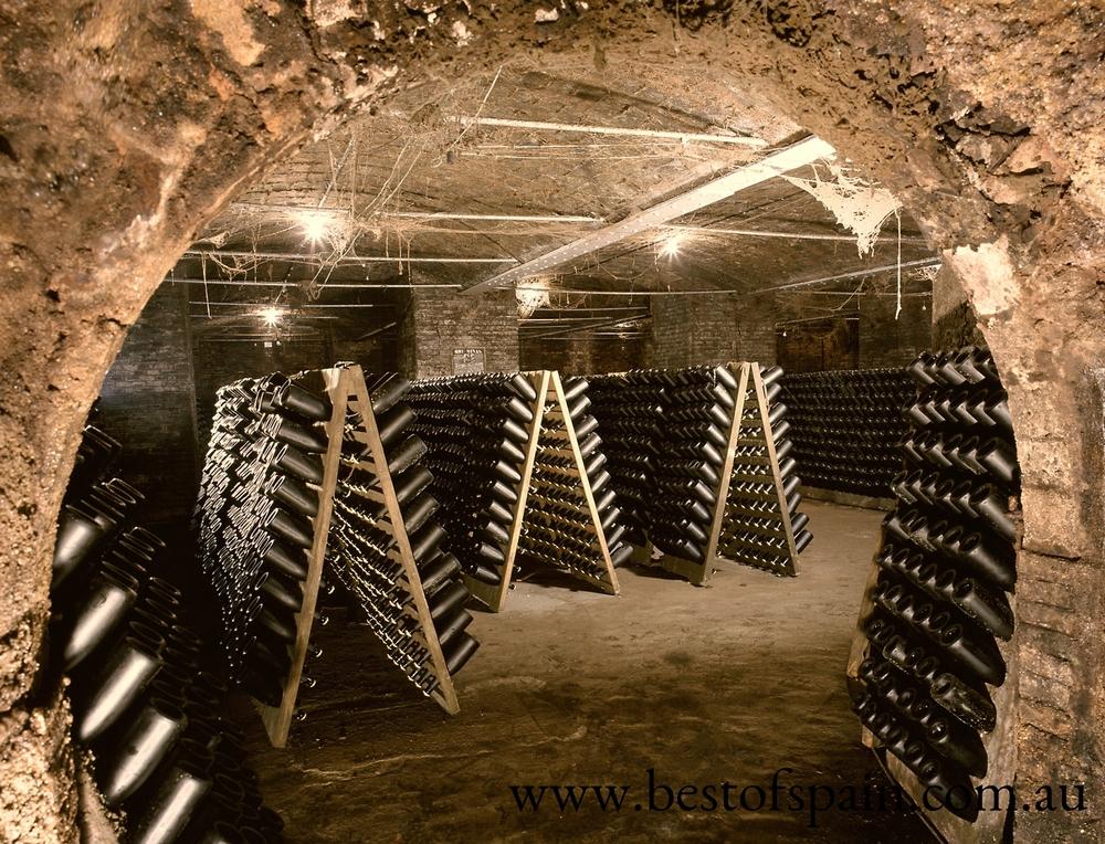 004-Caves-Cordon-Negro.jpg