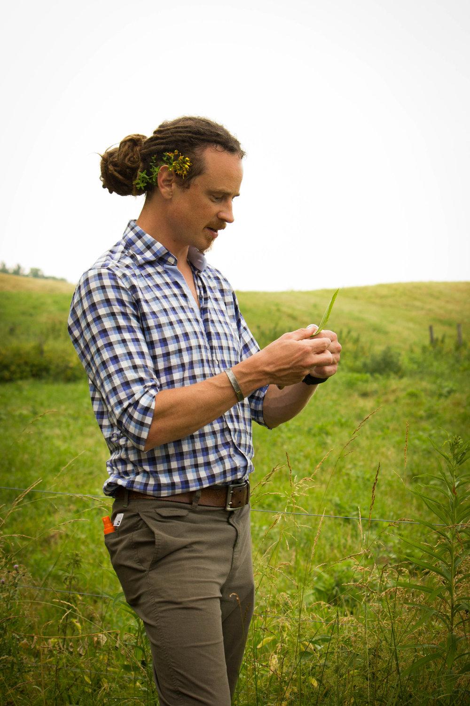 Guido Masé leading a wild edibles walk
