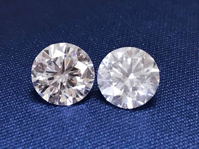 Online they look alike.    Don't get stuck with the diamond on the right - the numbers didn't tell the whole story.