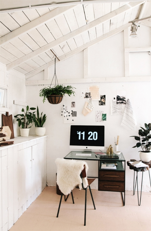 Another bright and airy space. I like the wood white combination but perhaps my favorite thing about this space is the plants. Increased oxygen, increased productivity.