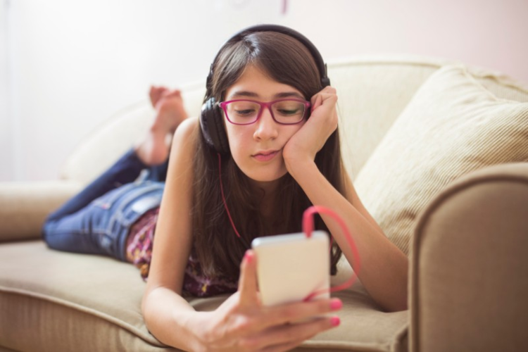 My Child Is Addicted To Screens Working With Families With >> Articles For Professionals Developing Minds