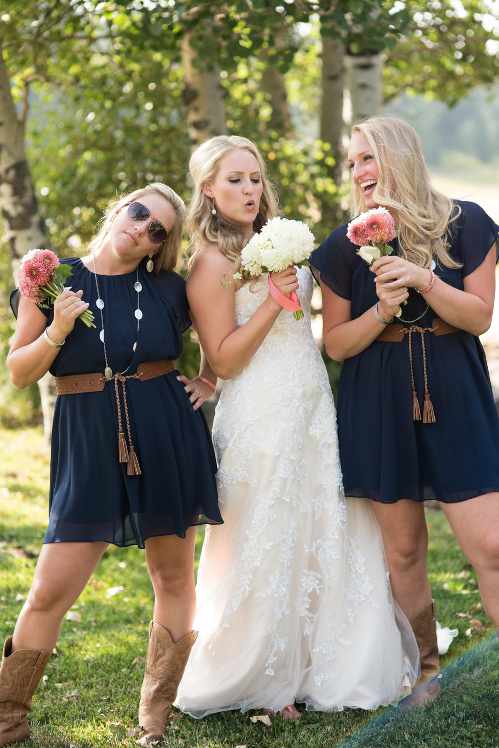 funny picture of bride with sisters