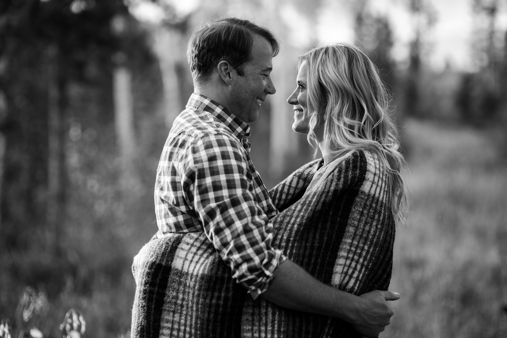 13-grand-lake-fall-engagement-photography-BW.jpg