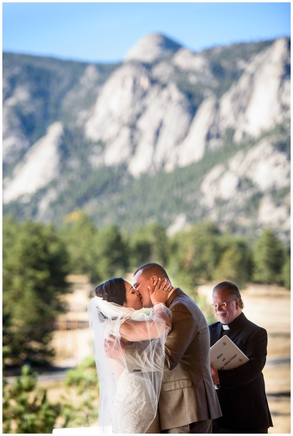 Estes-Park-Colorado-mountain-fall-wedding_0066.jpg