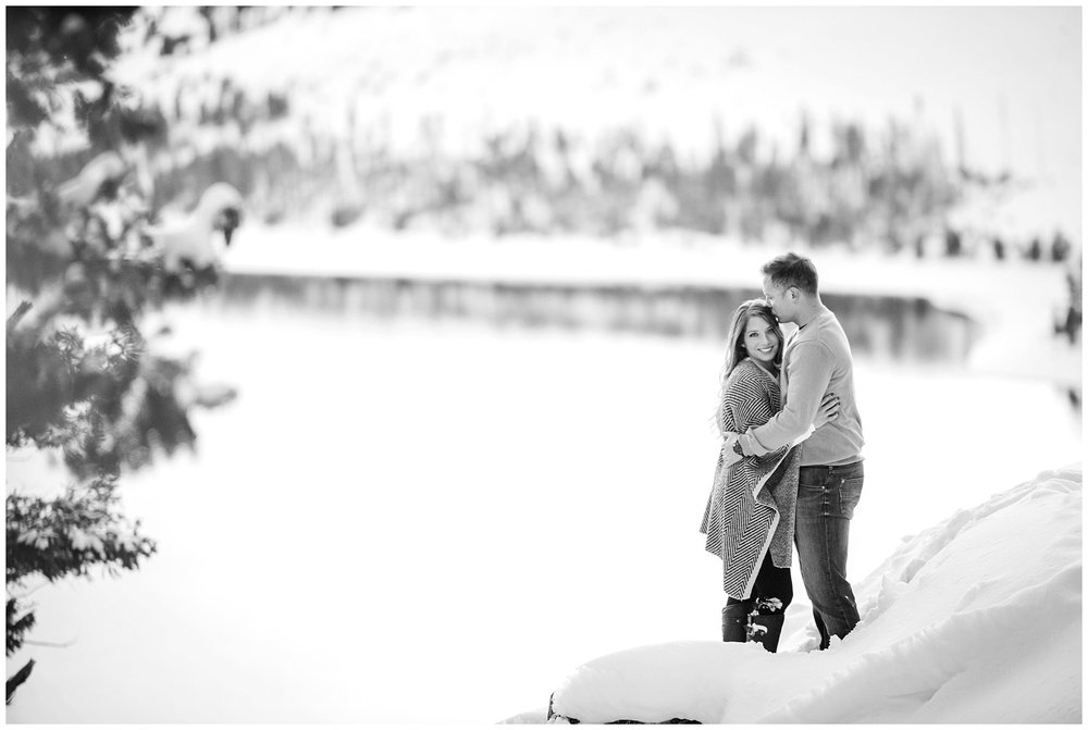 Sapphire-point-winter-engagement-photography_0017.jpg