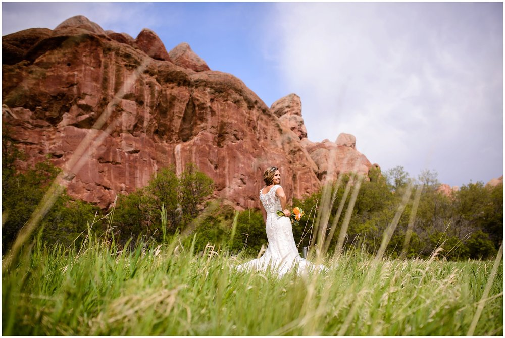 outdoor colorado bride at Roxborough State Park