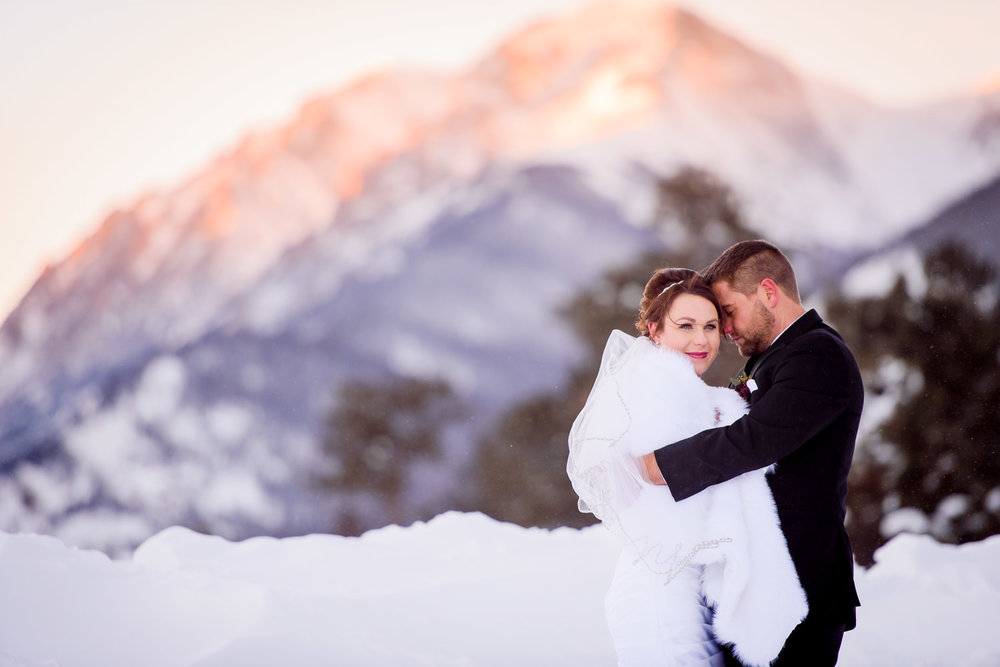 623-Della-terra-Estes-Park-winter-Wedding.jpg