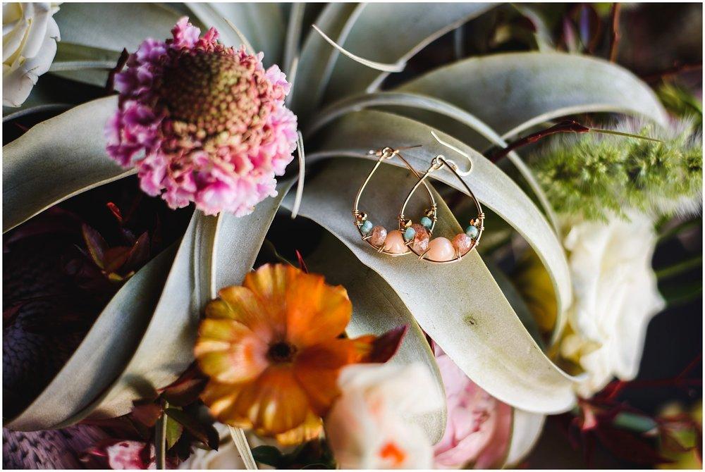Evergreen-colorado-winter-boho-lesbian-wedding_0011.jpg