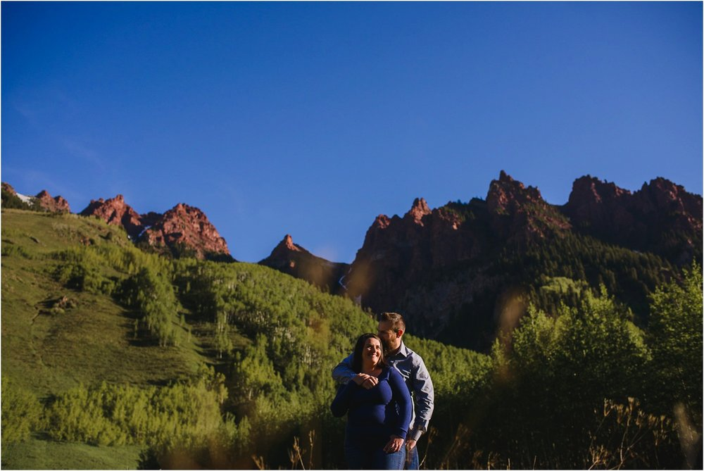 MAroon-Bells-Spring-Sunrise-engagement-photography_0018.jpg