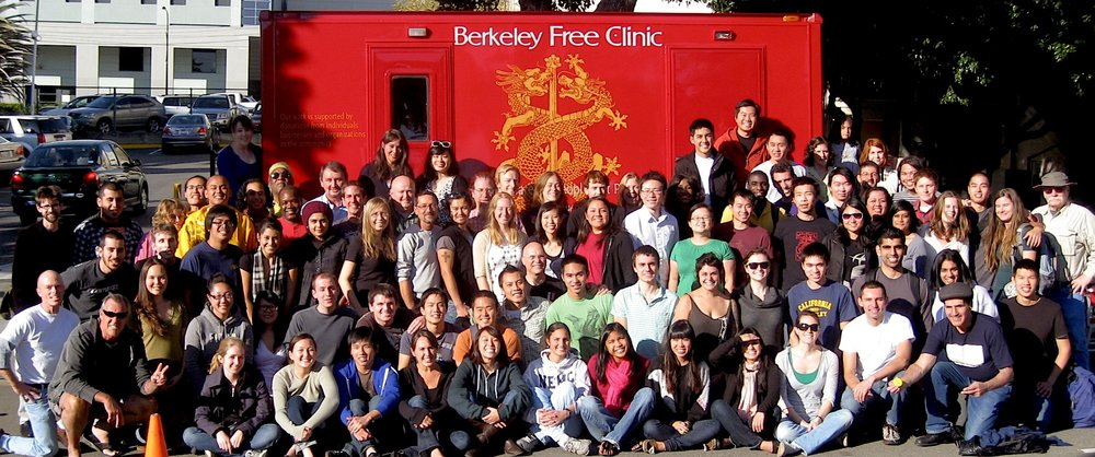 volunteers line up in front of the Berkeley Free Clinic on Durant  in 2009 when the  mobile clinic first arrived at the BFC.