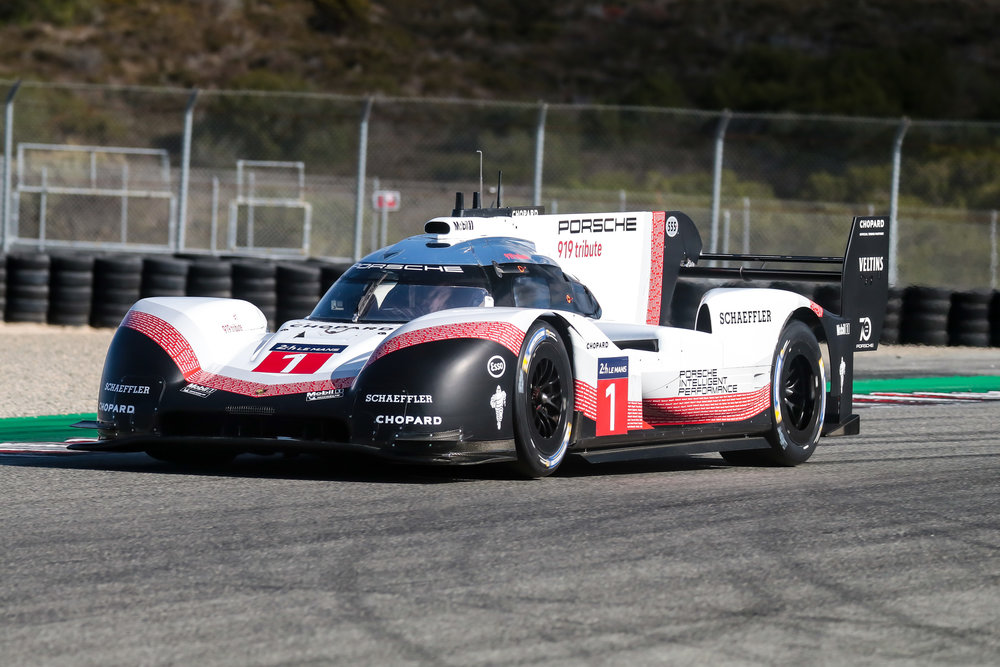 919 Evo Hybrid doing demonstration laps.