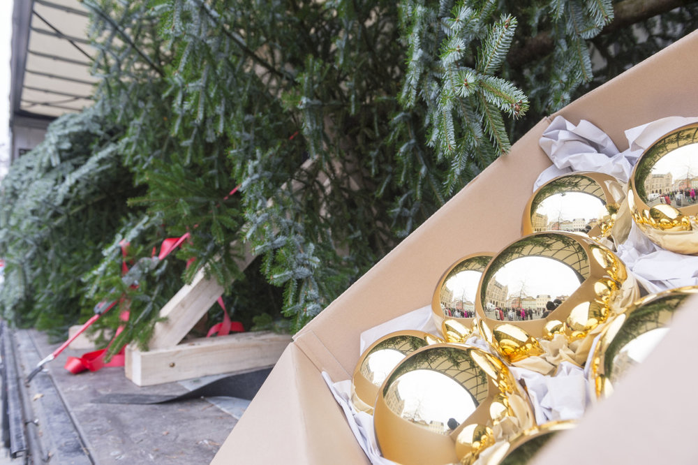 Attaching one of these baubles to the Postal Hub's plastic tree would make it fall over