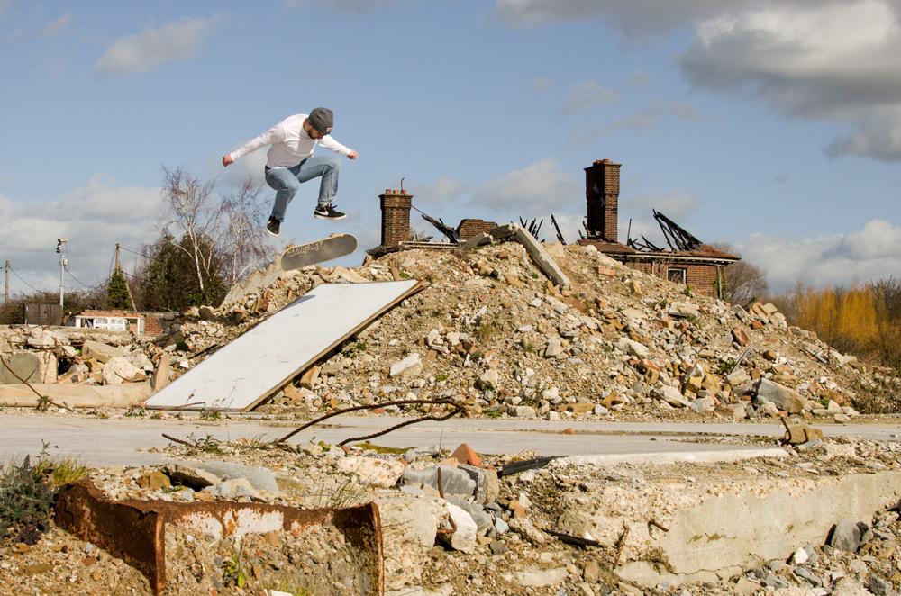Wil Thomson - nollie kickflip