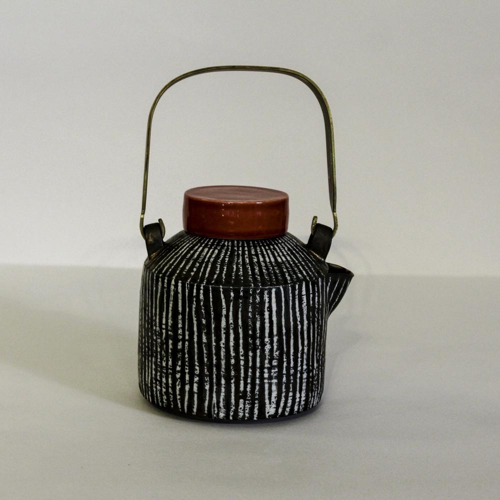 kk5.1 squat teapot.jpg
