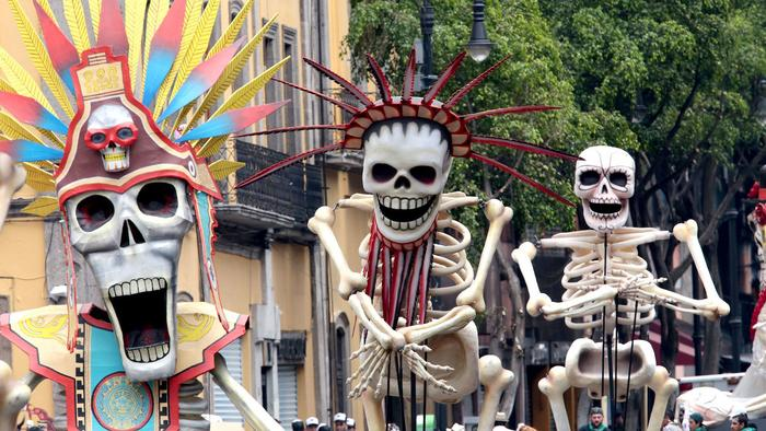 james-bonds-fake-day-of-the-dead-parade-was-so-cool-mexico-wants-to-do-it-for-real-1467991889.jpg