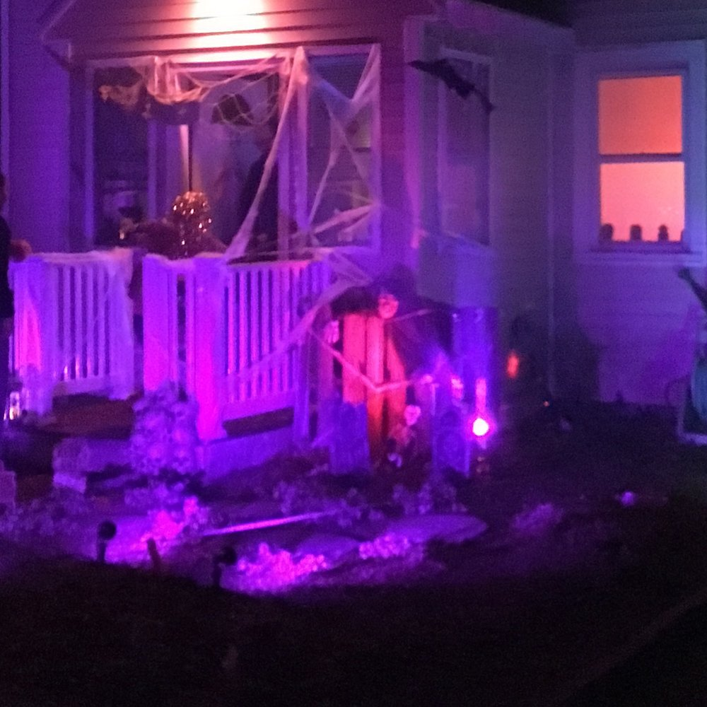 Next door neighbor-- smoke machine, lights, these two houses play for real.