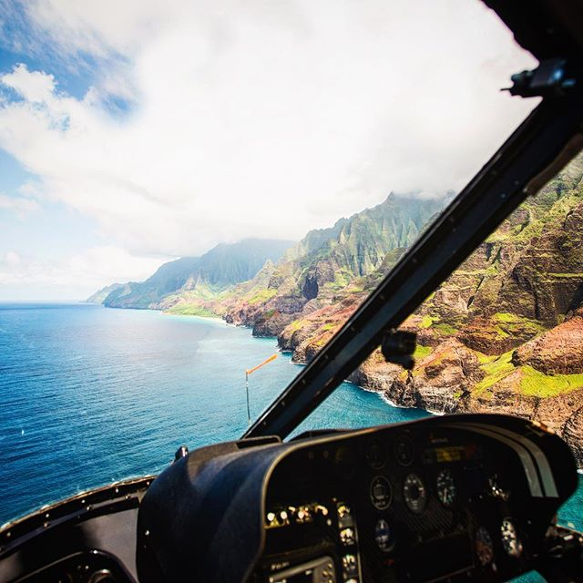 Comment 👍 if you have been to Hawaii - comment 🤘 if you have been in a helicopter flying over any of the islands ? 🏄☀️🌴 let's hear it. Can't wait to hear back there this summer @captain_potter