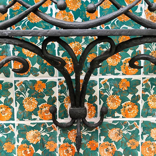 Just amazing colour & texture! @casavicens #spanishtiles #Barcelona #casavicens
