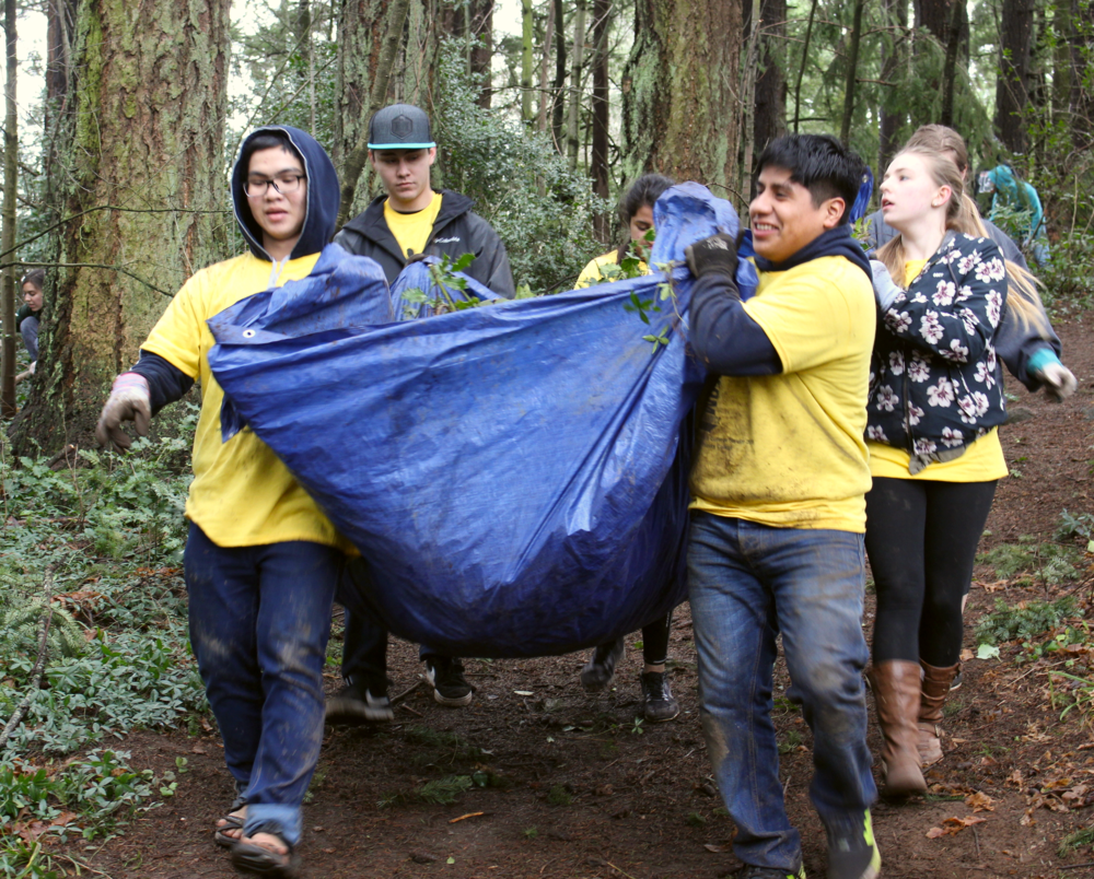 Campus Compact of Oregon organizes many service projects throughout the state.