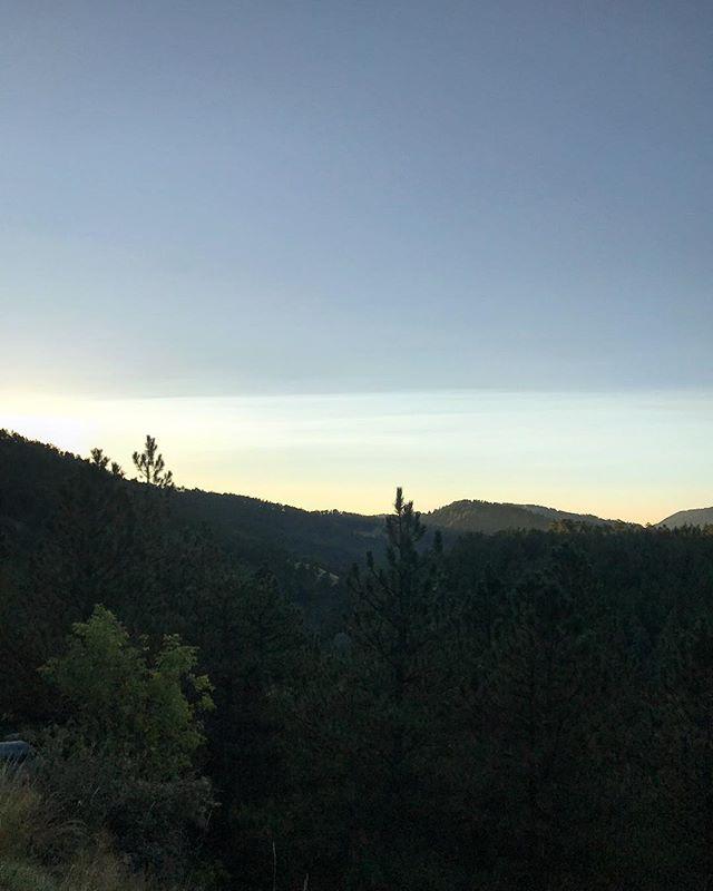 I saw my breath this morning. #fallishere 🚴🏻♀️🙌🏻🌲☀️ #goneriding #dawnpatrol #boulder #colorado #igerscolorado