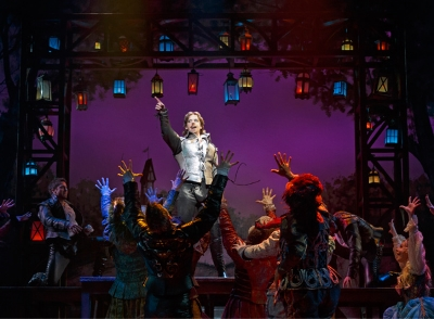 "CHRISTIAN BORLE IN ""SOMETHING ROTTEN""  (© JOAN MARCUS)"