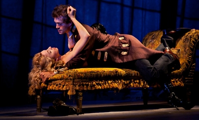 Nina Arianda and Hugh Dancy in Venus in Fur (© Joan Marcus)