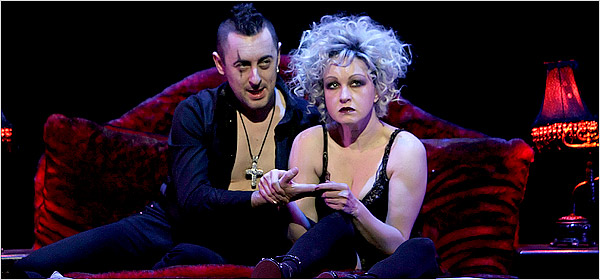 Alan Cumming and Cyndi Lauper in the 2006 Broadway revival