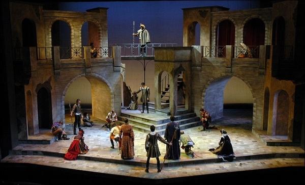 c2b44ac306380b33e2d07ded8f0f2c41--theatre-design-stage-design.jpg