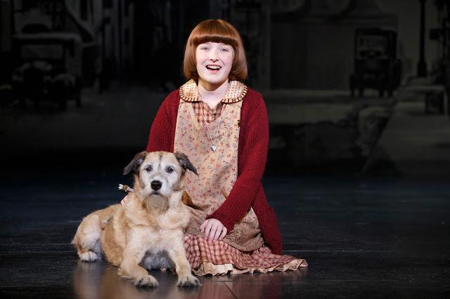 Heidi Gray as Annie and Macy as Sandy