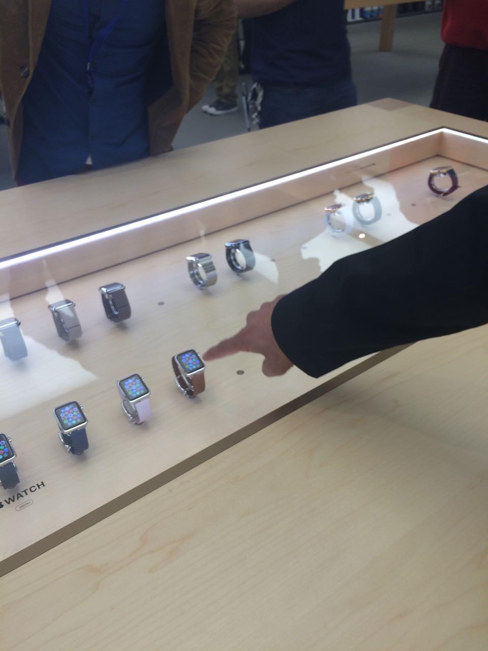 apple_watch_apple Store2.jpg