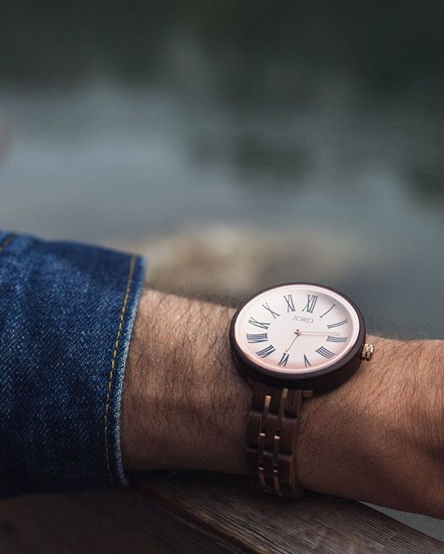 Link in bio: getting back into it with the Jord Cassia, my review of an easygoing timepiece that perfectly fit my days off- - - #mensfashion #adventure #productreview #jord #stalyon #yyc #calgary #products #summerwatch #coolwatches #menstyle #mensaccessories #accessories #styleouthere #yycmenswear #menswear #outdoors #watchreview #products #woodwatch #jordwatch
